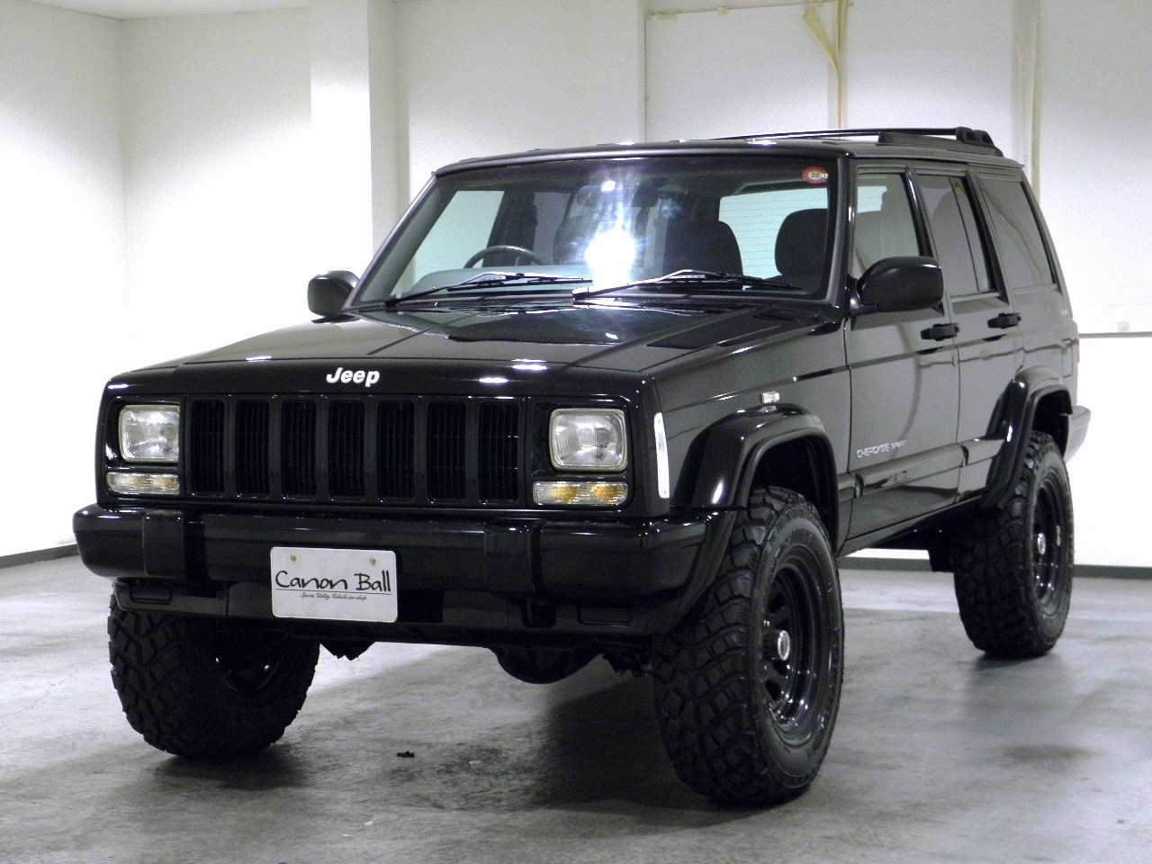 LTD-ブラックホイール&ボディリフトUP 黒本革シート&ウッドインテリア HDDナビ一体機 【XJ型Jeep最終モデル】 (画像別)
