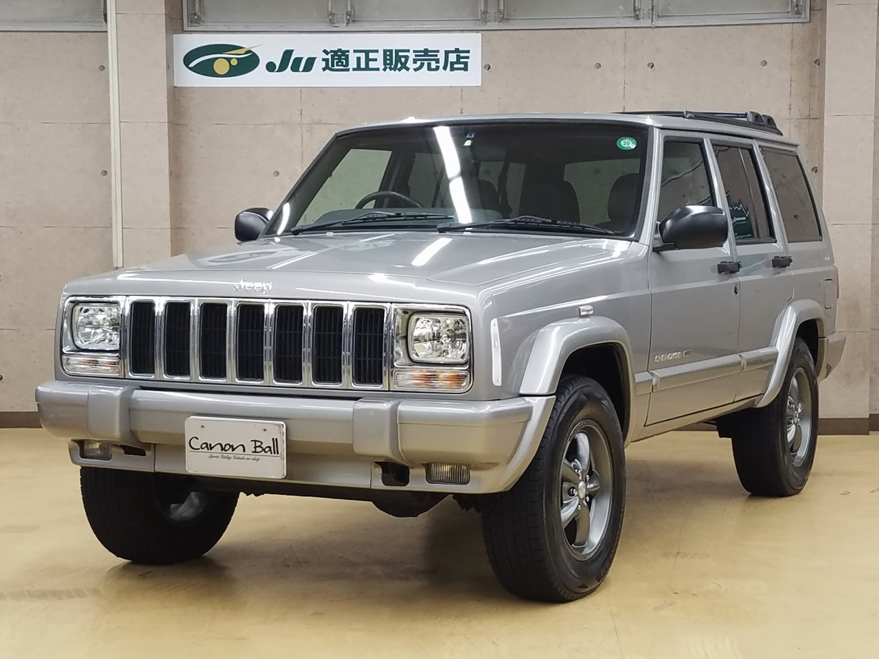 LTD 黒本革シート&ウッドインテリア インダッシュ式HDDナビ一体機 XJ型Jeep最終モデル